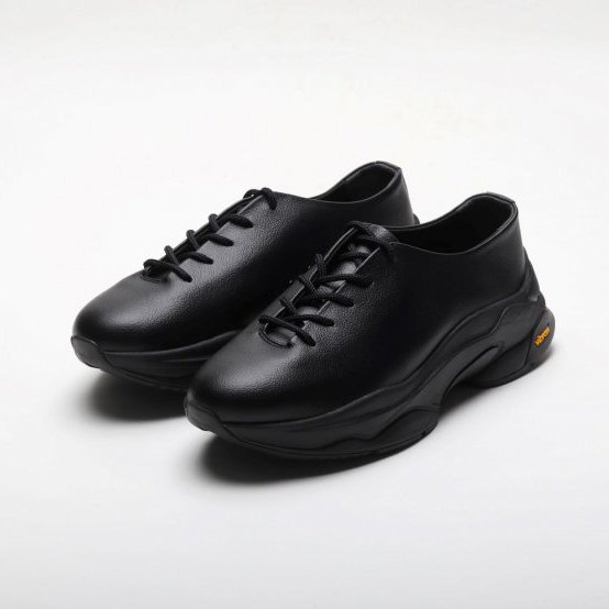 <img class='new_mark_img1' src='https://img.shop-pro.jp/img/new/icons8.gif' style='border:none;display:inline;margin:0px;padding:0px;width:auto;' />LE TORINA ルトリーナ / LEATHER SNEAKER I BLACK