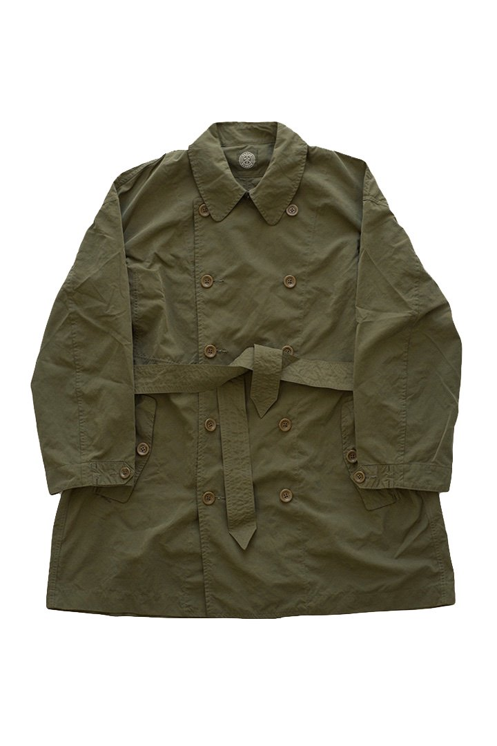 WEATHER TRENCH COAT – OLIVE|48,600円(税込)