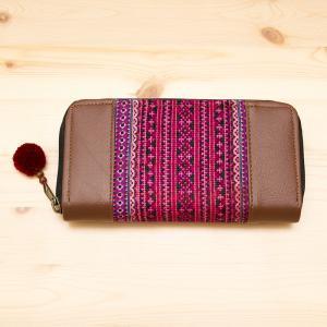 モン族刺繍の長財布(エンジ色)/レザー調/ラウンドファスナータイプ