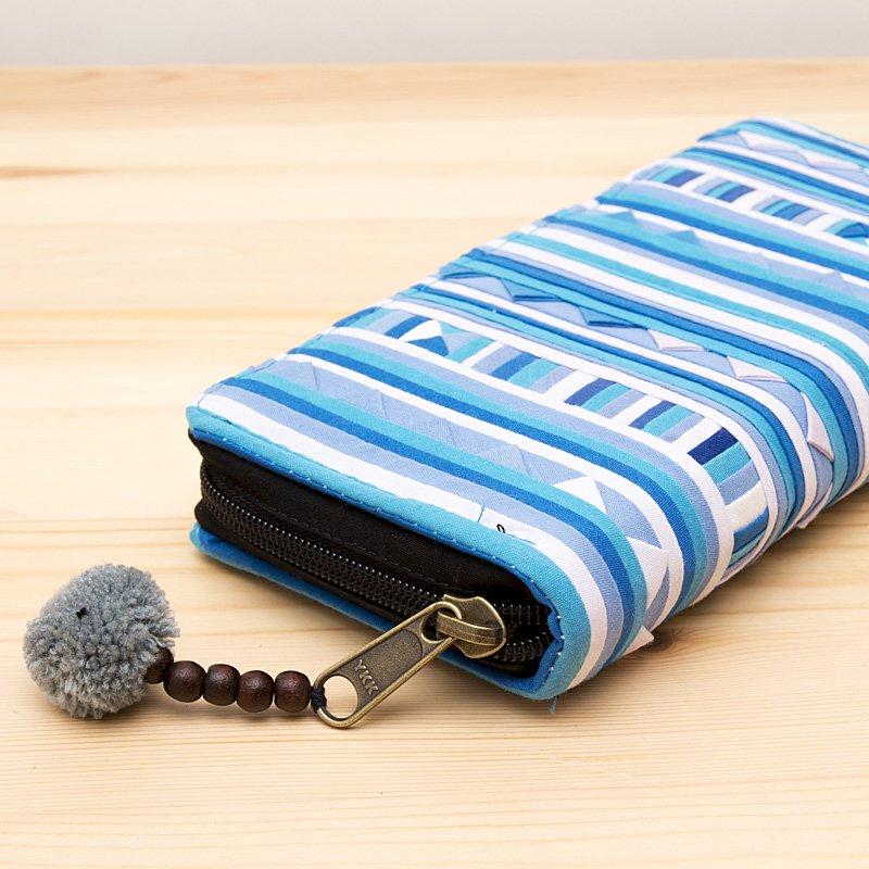 画像2:リス族モラ刺繍ロングウォレット(クールブルー)/ラウンドファスナータイプ