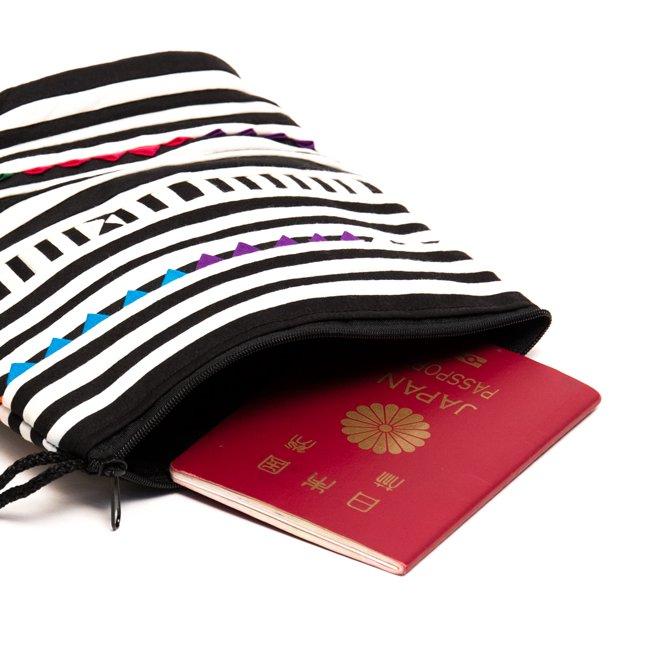 画像4:リス族刺繍のマチ付きカラフルポーチ S-size(ホワイト/ブラック)