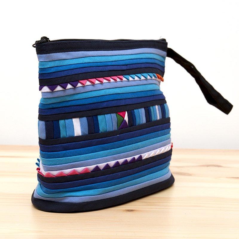 画像2:リス族刺繍のマチ付きカラフルポーチ M-size(ブルー)