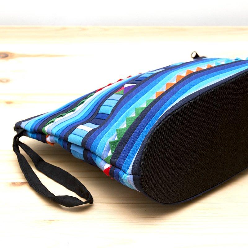 画像3:リス族刺繍のマチ付きカラフルポーチ M-size(ブルー)