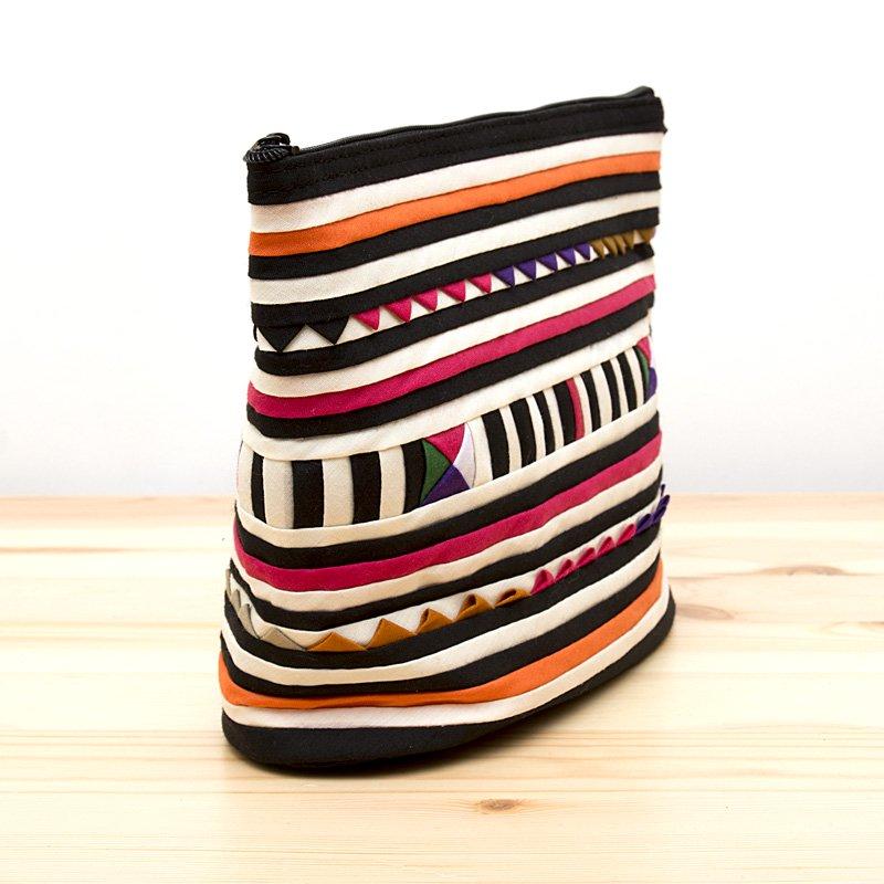 画像2:リス族刺繍のマチ付きカラフルポーチ M-size(ホワイト/ブラック)