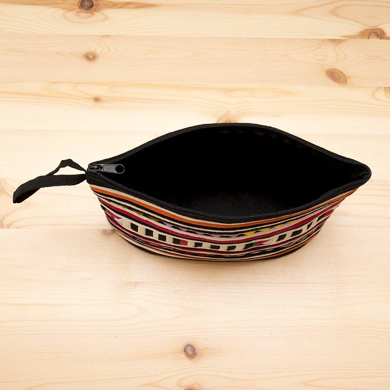 画像4:リス族刺繍のマチ付きカラフルポーチ M-size(ホワイト/ブラック)