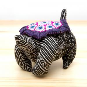 モン族刺繍のピンクッション(亀)/ろうけつ染め風/タイ雑貨