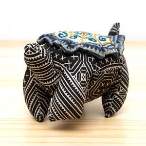 モン族刺繍の亀さんピンクッション/ろうけつ染め風/タイ雑貨