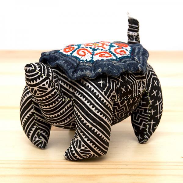 モン族刺繍 亀さんの針山/ろうけつ染め風/タイ雑貨