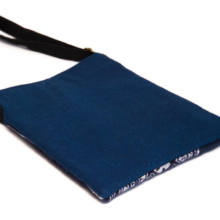 画像3:ThongPua モン族のローケツ染タブレットポーチ Type.1(一点もの)