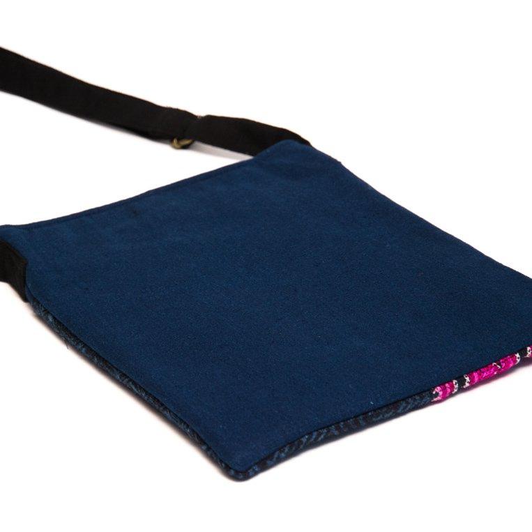 ThongPua モン族のローケツ染タブレットポーチ Type.2(一点もの)