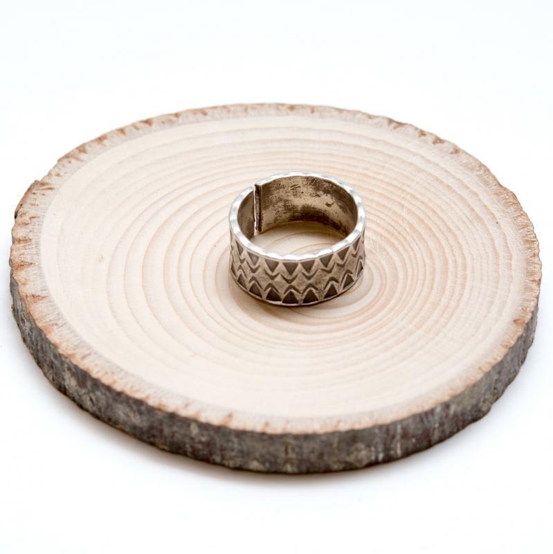 画像2:【カレン族シルバー リング】脈々と受け継がれてきた伝統の刻印