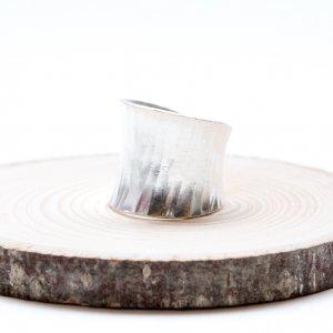 【カレン族シルバー リング】白銀の美しさを際立たせるシンプルな造り
