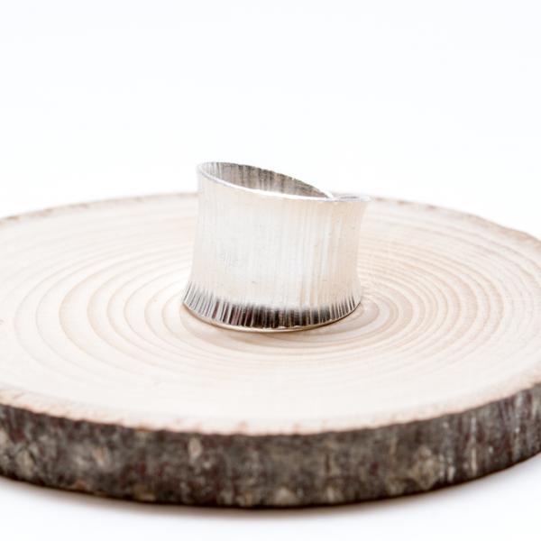【カレン族シルバー リング】シンプルで洗練されたフォルムのリング