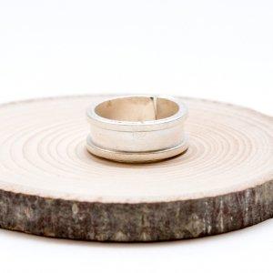 【カレン族シルバー】シンプルながらも手仕事の温もりが感じられる指輪