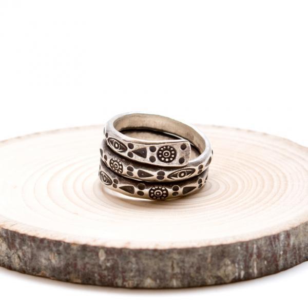 【カレン族シルバー】護身符の意味合いを持つ「眼」が刻まれたリング