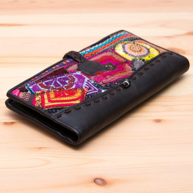 画像4:Rangmai モン族刺繍のパッチワーク長財布(ダークブラウン)