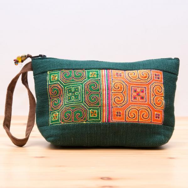 ThongPua モン族民族刺繍古布のふんわりコットンポーチ