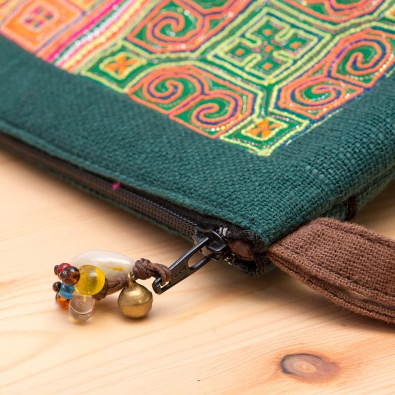 画像3:ThongPua モン族民族刺繍古布のふんわりコットンポーチ