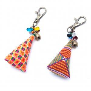 ThongPua モン族刺繍古布のキーホルダー(三角錐) Type.1