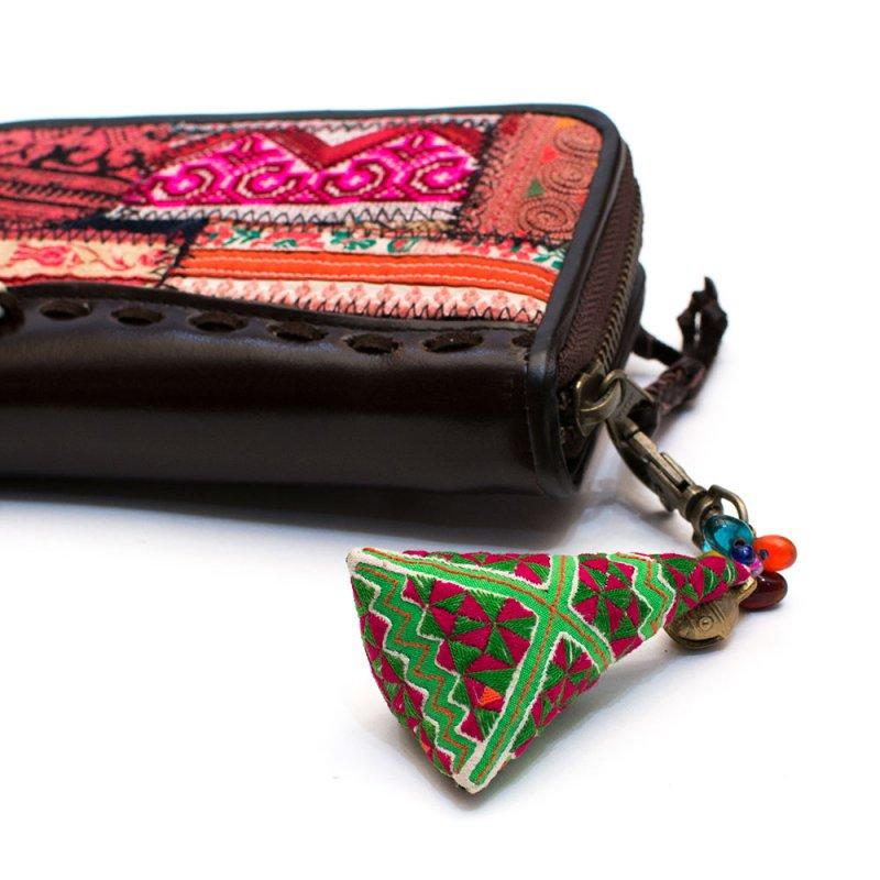 画像4:ThongPua モン族刺繍古布のキーホルダー(三角錐) Type.2