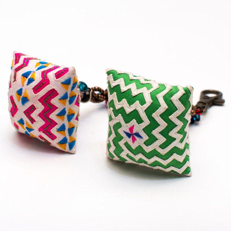 画像2:ThongPua モン族ヴィンテージ刺繍のクッションキーホルダー Type.2