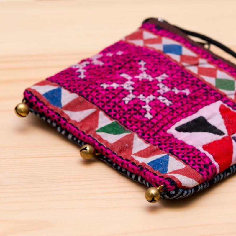 ThongPua モン族ヴィンテージ刺繍のネックポーチ Type.13