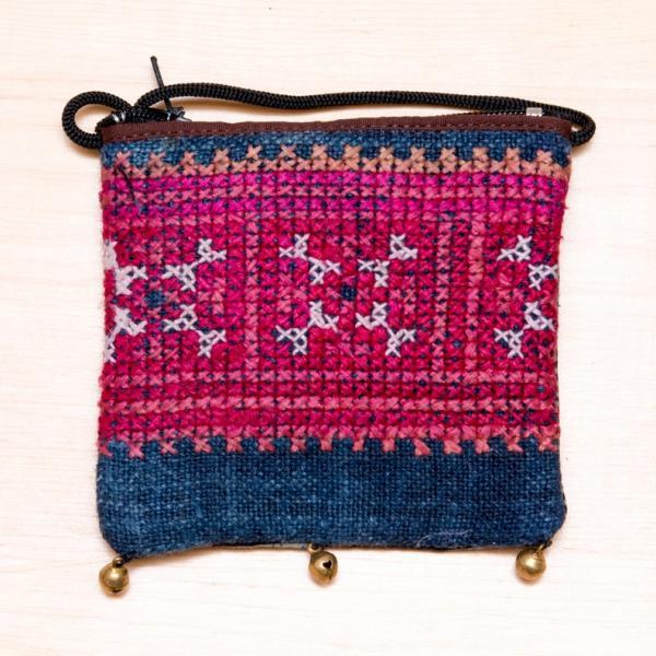 ThongPua モン族ヴィンテージ刺繍のネックポーチ Type.10
