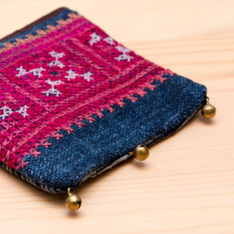 画像2:ThongPua モン族ヴィンテージ刺繍のネックポーチ Type.10