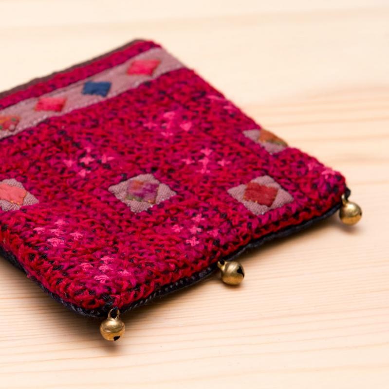 画像2:ThongPua モン族ヴィンテージ刺繍のネックポーチ Type.12