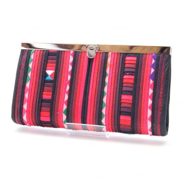 リス族 カラフル刺繍のがま口長財布(レッド/ブラック)