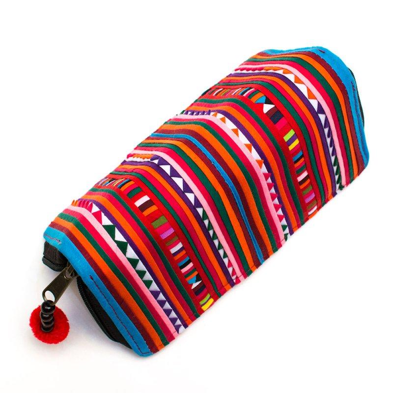 画像4:リス族 カラフル刺繍のラウンドファスナー長財布(ブルー)