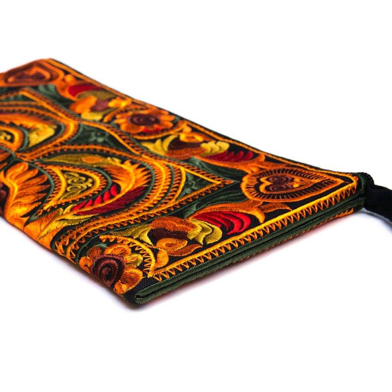 中国モン族(苗族)の大きめ刺繍ポーチ Type.3