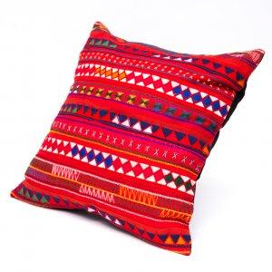 アカ族刺繍のクッションカバー(赤)