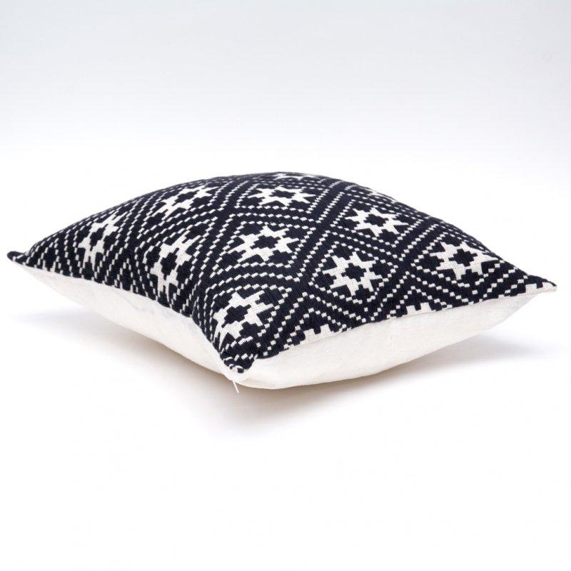ラオ族刺繍のクッションカバー(黒)