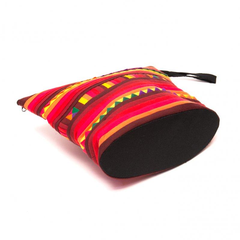 画像3:リス族刺繍のマチ付きカラフルポーチ M-size(レッド/オレンジ)