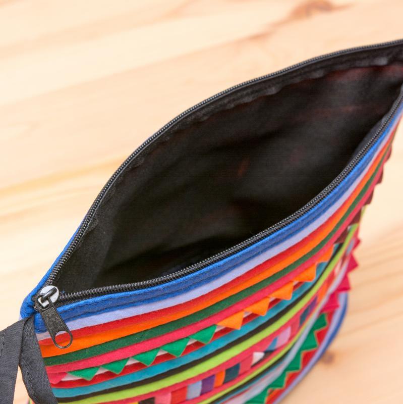 画像4:リス族刺繍のマチ付きカラフルポーチ M-size(ブルー/レッド)