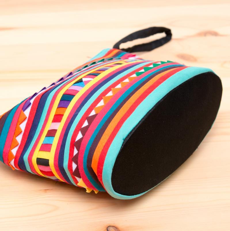 画像3:リス族刺繍のマチ付きカラフルポーチ M-size(レッド/ライトブルー)