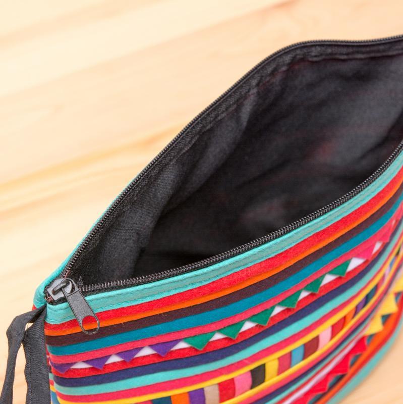 画像4:リス族刺繍のマチ付きカラフルポーチ M-size(レッド/ライトブルー)