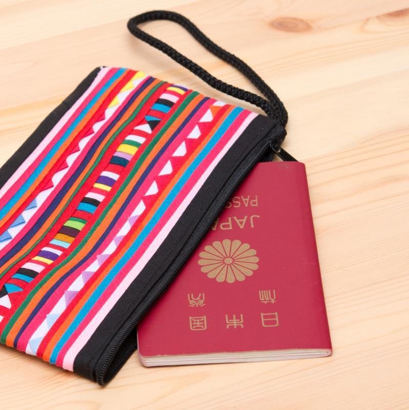 画像2:リス族 パッチワーク刺繍のロングポーチ(ブラック/ピンク)