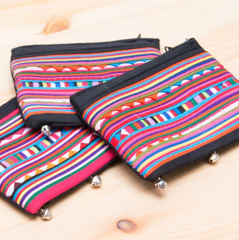 画像4:リス族刺繍 かわいい鈴のついたポーチ