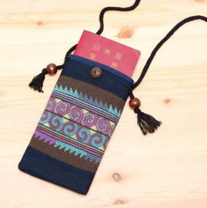 A Bu-Ari(アブアリ)アカ族刺繍パスポートポーチ