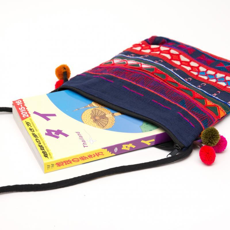 画像2:アカ族刺繍のふんわりコットンポーチ