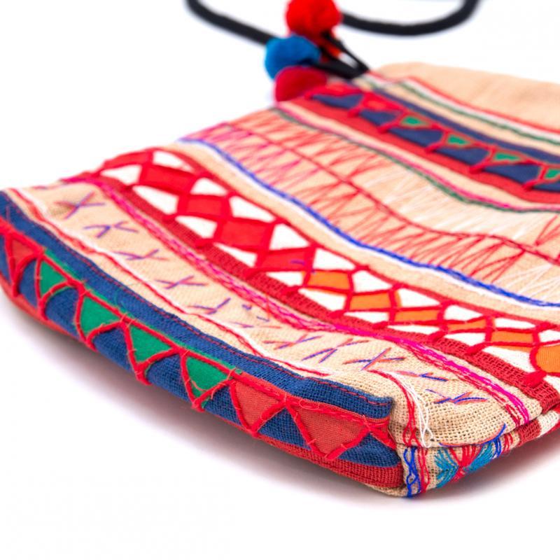 画像3:アカ族刺繍のふんわりコットンポーチ