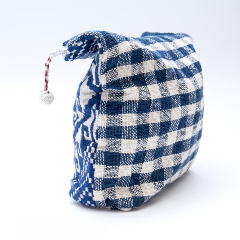 画像2:ルー族刺繍の大判ポーチ(オムツポーチ)