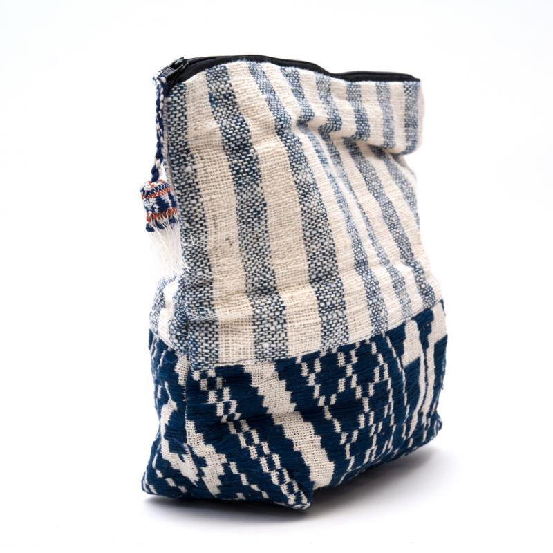 画像2:ルー族刺繍の大きなポーチ(オムツポーチ)