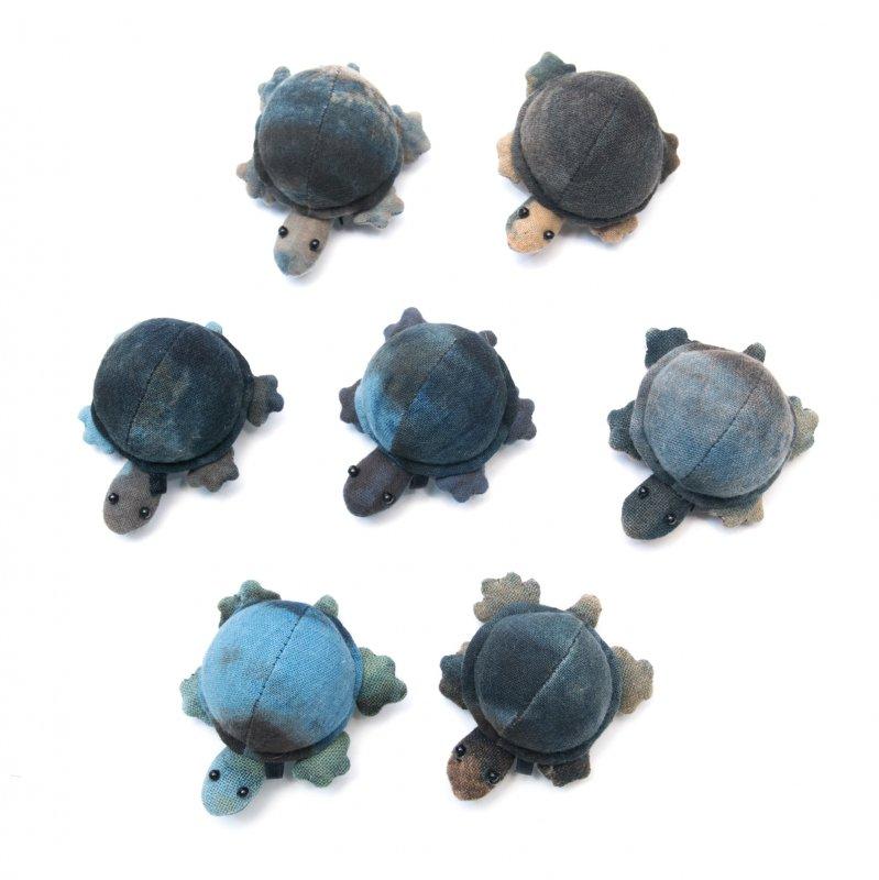 画像4:藍染め 手縫いのかわいいカメさん Type.1(7種)