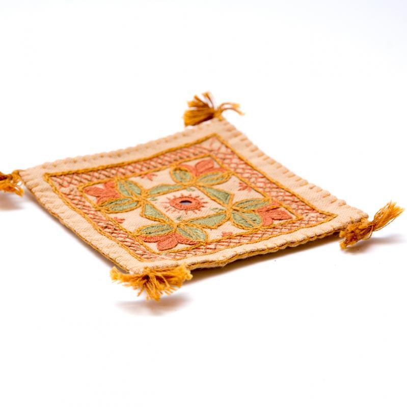 画像2:インドのミラーワーク刺繍コースター(ベージュ)