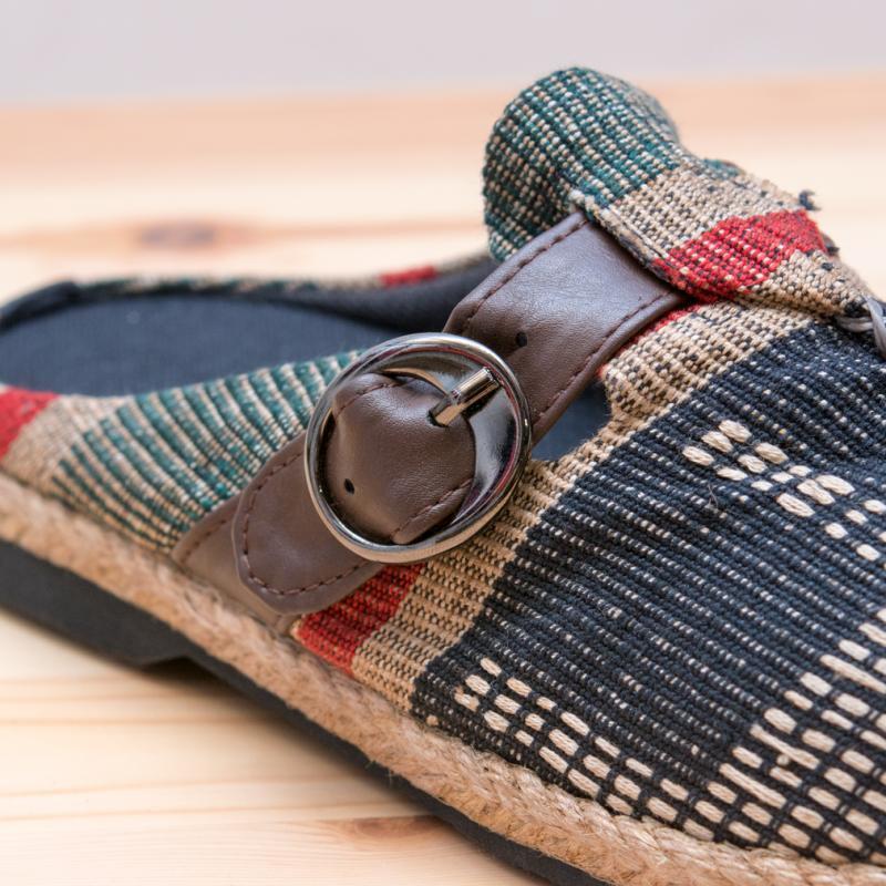 画像2:ナガ族刺繍のサボサンダル(ブラック)/室内外兼用スリッパ