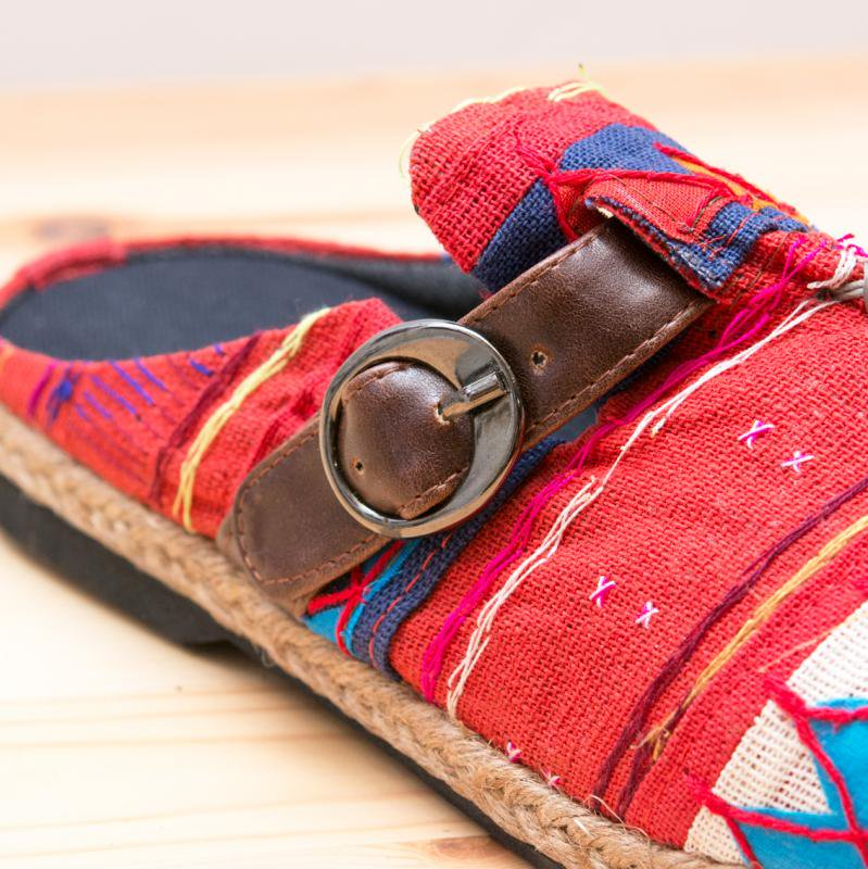 画像2:アカ族刺繍のサボサンダル(レッド)/室内外兼用スリッパ