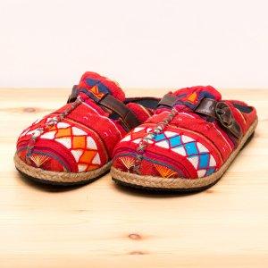 アカ族刺繍のサボサンダル(レッド)/室内外兼用スリッパ